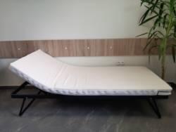 Łóżko metalowe pojedyncze z regulowanymi plecami