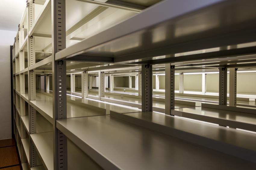gdzie wskazane jest korzystanie z szaf metalowych
